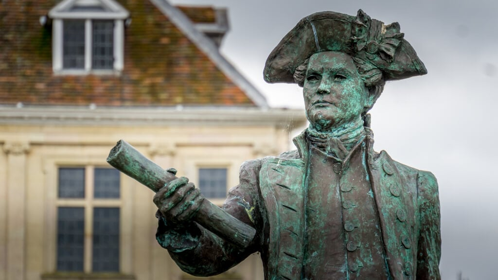 close up of the statue of George Vancouver in King's Lynn