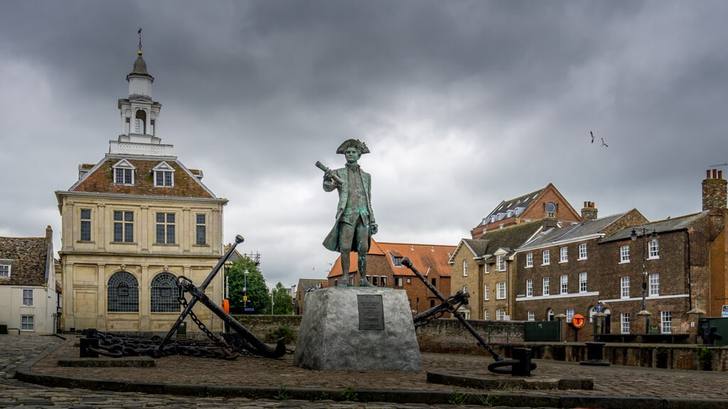 custom house and statue of george vancouver in King's Lynn